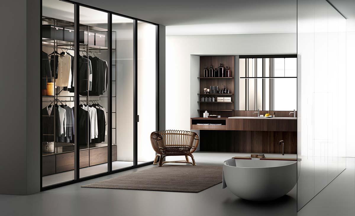 salle de bain avec grand dressing vitré et mobilier en chêne