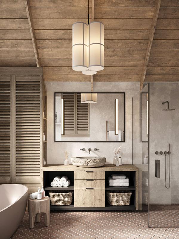 Une salle de bain au style campagne chic avec du bois blond et un plafond en bardage intérieur